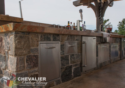 Outdoor Dual Level Outdoor Kitchen/Bar